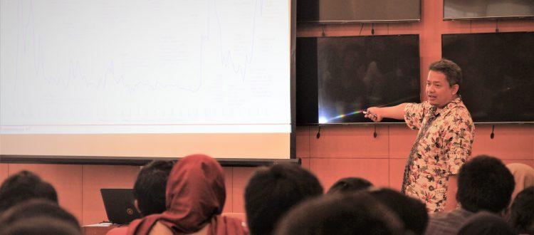 Bapak Yosef Khairil Amin sedang memberikan materi pada acara Knowledge Sharing